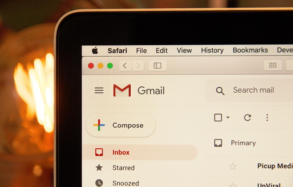 Computer con aperta la pagina di Gmail