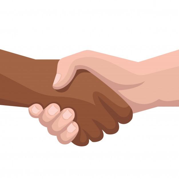 mano caucasica e di colore si stringono la mano in segno di rispetto